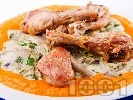 Рецепта Пилешки бутчета с гъби кладница в сос от тиква, прясно мляко, бяло вино и сметана на фурна